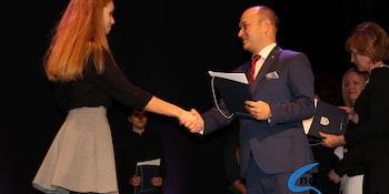 Najlepsi uczniowie odebrali stypendia i nagrody burmistrza cz. 1 - zdjęcie nr 30