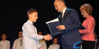 Najlepsi uczniowie odebrali stypendia i nagrody burmistrza cz. 1 - zdjęcie nr 85
