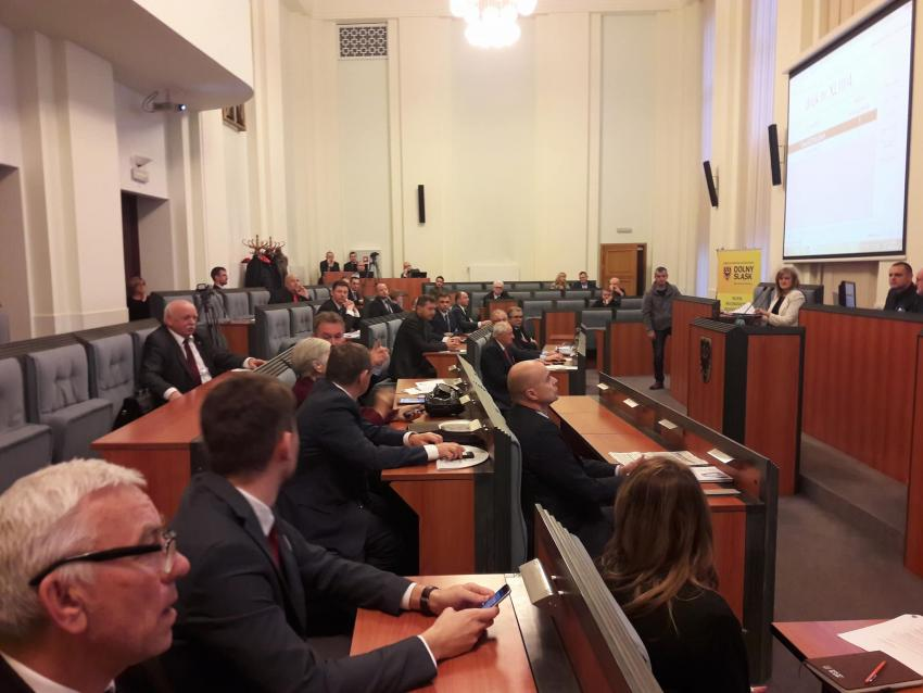 Uchwalono budżet Samorządu Województwa Dolnośląskiego na 2018 rok. | fot.: UMWD
