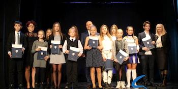 Najlepsi uczniowie odebrali stypendia i nagrody burmistrza cz. 1 - zdjęcie nr 75