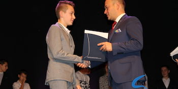 Najlepsi uczniowie odebrali stypendia i nagrody burmistrza cz. 1 - zdjęcie nr 21