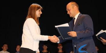 Najlepsi uczniowie odebrali stypendia i nagrody burmistrza cz. 1 - zdjęcie nr 62