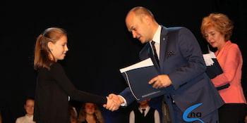 Najlepsi uczniowie odebrali stypendia i nagrody burmistrza cz. 1 - zdjęcie nr 76