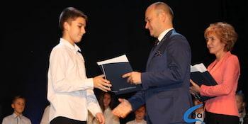 Najlepsi uczniowie odebrali stypendia i nagrody burmistrza cz. 1 - zdjęcie nr 84