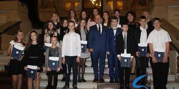 Najlepsi uczniowie odebrali stypendia i nagrody burmistrza cz. 1 - zdjęcie nr 107