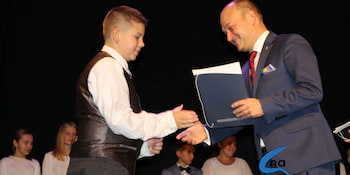 Najlepsi uczniowie odebrali stypendia i nagrody burmistrza cz. 1 - zdjęcie nr 15