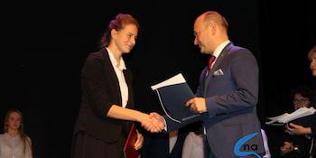 Najlepsi uczniowie odebrali stypendia i nagrody burmistrza cz. 1 - zdjęcie nr 41
