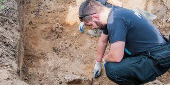Ekshumacja szczątków niemieckiego żołnierza w Zawidowie (fot. Jerzy Stankiewicz) - zdjęcie nr 3