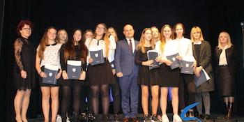 Najlepsi uczniowie odebrali stypendia i nagrody burmistrza cz. 1 - zdjęcie nr 105