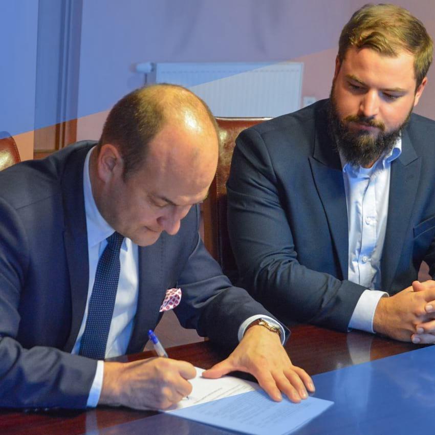 Podpisanie aktu notarialnego na sprzedaż nieruchomości przy ul. Traugutta i Tuwima