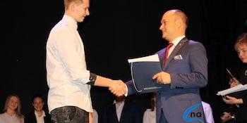 Najlepsi uczniowie odebrali stypendia i nagrody burmistrza cz. 1 - zdjęcie nr 42