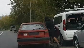 Zdjęcie z zatrzymania sprawców włamania do samochodu (fot.: KPP Zgorzelec)