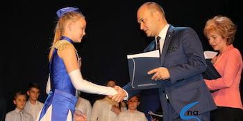 Najlepsi uczniowie odebrali stypendia i nagrody burmistrza cz. 1 - zdjęcie nr 83