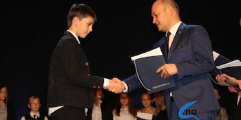 Najlepsi uczniowie odebrali stypendia i nagrody burmistrza cz. 1 - zdjęcie nr 73