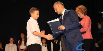 Najlepsi uczniowie odebrali stypendia i nagrody burmistrza cz. 1 - zdjęcie nr 79