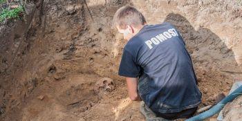 Ekshumacja szczątków niemieckiego żołnierza w Zawidowie (fot. Jerzy Stankiewicz) - zdjęcie nr 16