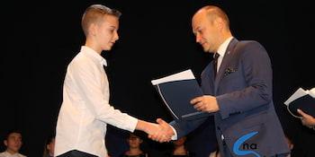 Najlepsi uczniowie odebrali stypendia i nagrody burmistrza cz. 1 - zdjęcie nr 61