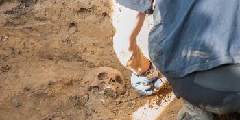 Ekshumacja szczątków niemieckiego żołnierza w Zawidowie (fot. Jerzy Stankiewicz) - zdjęcie nr 17