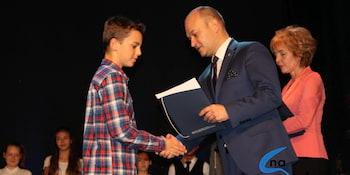 Najlepsi uczniowie odebrali stypendia i nagrody burmistrza cz. 1 - zdjęcie nr 78