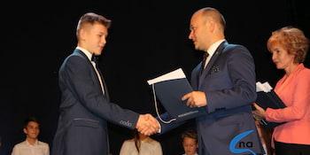 Najlepsi uczniowie odebrali stypendia i nagrody burmistrza cz. 1 - zdjęcie nr 86