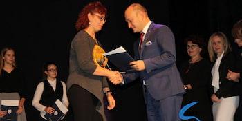 Najlepsi uczniowie odebrali stypendia i nagrody burmistrza cz. 1 - zdjęcie nr 32