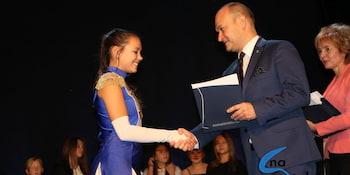 Najlepsi uczniowie odebrali stypendia i nagrody burmistrza cz. 1 - zdjęcie nr 68