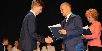 Najlepsi uczniowie odebrali stypendia i nagrody burmistrza cz. 1 - zdjęcie nr 88