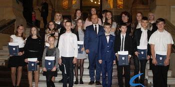 Najlepsi uczniowie odebrali stypendia i nagrody burmistrza cz. 1 - zdjęcie nr 106