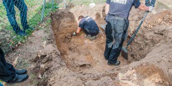 Ekshumacja szczątków niemieckiego żołnierza w Zawidowie (fot. Jerzy Stankiewicz) - zdjęcie nr 18