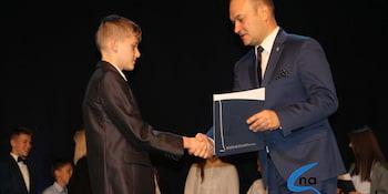Najlepsi uczniowie odebrali stypendia i nagrody burmistrza cz. 1 - zdjęcie nr 91