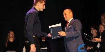 Najlepsi uczniowie odebrali stypendia i nagrody burmistrza cz. 1 - zdjęcie nr 31