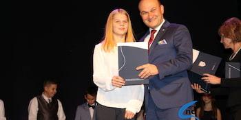 Najlepsi uczniowie odebrali stypendia i nagrody burmistrza cz. 1 - zdjęcie nr 16