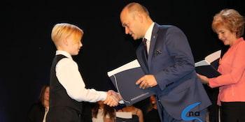 Najlepsi uczniowie odebrali stypendia i nagrody burmistrza cz. 1 - zdjęcie nr 74