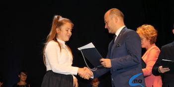 Najlepsi uczniowie odebrali stypendia i nagrody burmistrza cz. 1 - zdjęcie nr 57