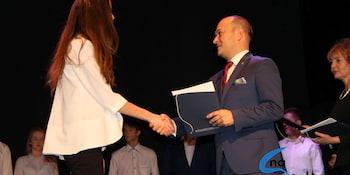 Najlepsi uczniowie odebrali stypendia i nagrody burmistrza cz. 1 - zdjęcie nr 45