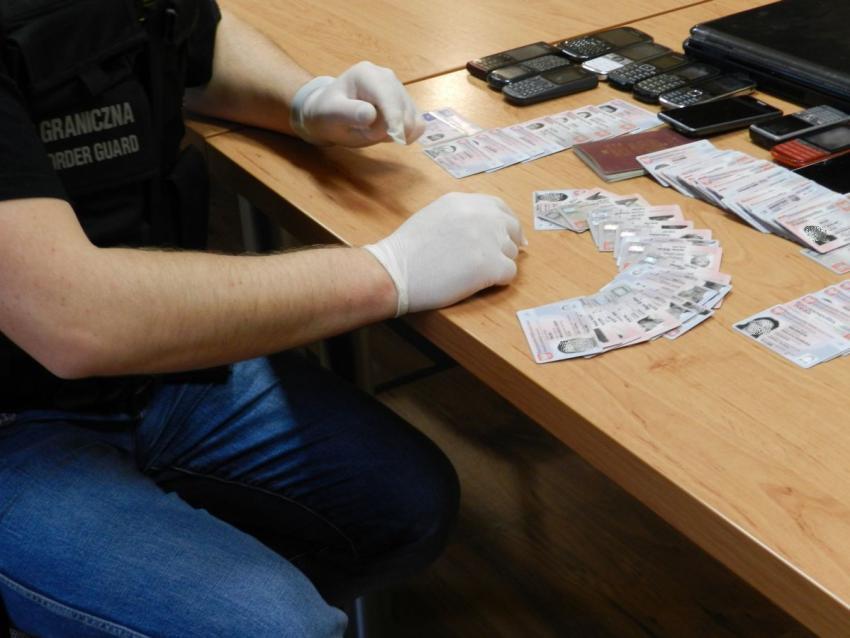 Grupa przestępcza umożliwiła nielegalne przekroczenie granicy co najmniej 11 obywatelom Ukrainy | materiały prasowe NOSG