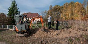 Ekshumacja szczątków niemieckiego żołnierza w Zawidowie (fot. Jerzy Stankiewicz) - zdjęcie nr 20