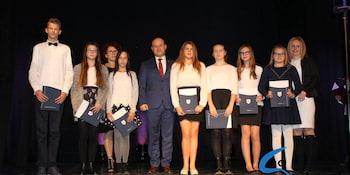 Najlepsi uczniowie odebrali stypendia i nagrody burmistrza cz. 1 - zdjęcie nr 10