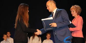 Najlepsi uczniowie odebrali stypendia i nagrody burmistrza cz. 1 - zdjęcie nr 82