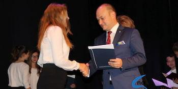 Najlepsi uczniowie odebrali stypendia i nagrody burmistrza cz. 1 - zdjęcie nr 8