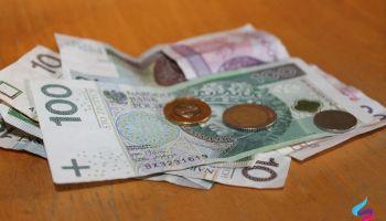 Wprowadzenie fałszywych pieniędzy do obiegu jest przestępstwem z art. 312 kk.