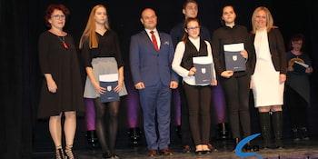 Najlepsi uczniowie odebrali stypendia i nagrody burmistrza cz. 1 - zdjęcie nr 33