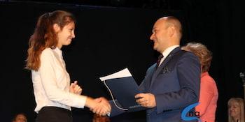 Najlepsi uczniowie odebrali stypendia i nagrody burmistrza cz. 1 - zdjęcie nr 101