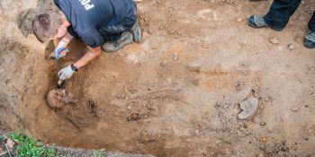Ekshumacja szczątków niemieckiego żołnierza w Zawidowie (fot. Jerzy Stankiewicz) - zdjęcie nr 2