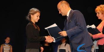 Najlepsi uczniowie odebrali stypendia i nagrody burmistrza cz. 1 - zdjęcie nr 60