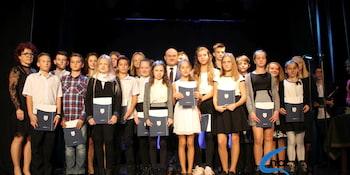 Najlepsi uczniowie odebrali stypendia i nagrody burmistrza cz. 1 - zdjęcie nr 81