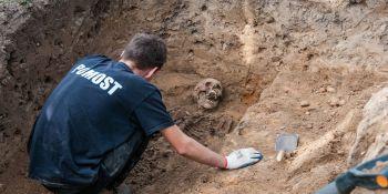 Ekshumacja szczątków niemieckiego żołnierza w Zawidowie (fot. Jerzy Stankiewicz) - zdjęcie nr 11
