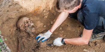 Ekshumacja szczątków niemieckiego żołnierza w Zawidowie (fot. Jerzy Stankiewicz) - zdjęcie nr 8