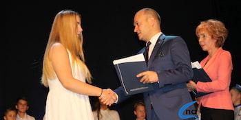 Najlepsi uczniowie odebrali stypendia i nagrody burmistrza cz. 1 - zdjęcie nr 87