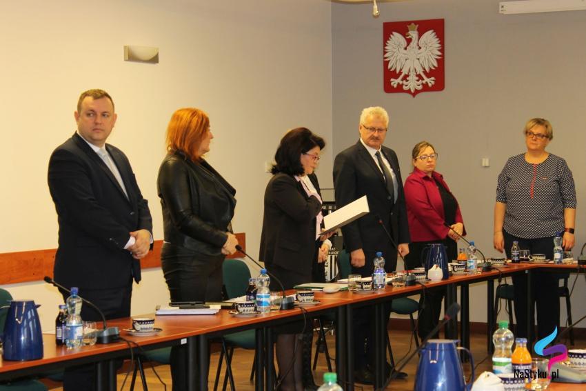 W sesji uczestniczyło 17 radnych.
